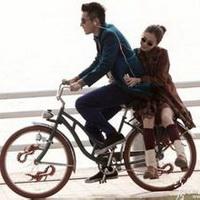 骑单车情侣
